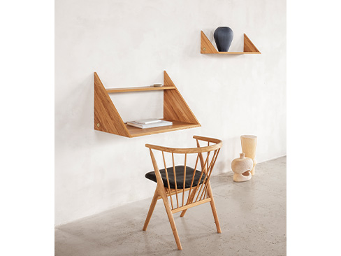 No. 8 chair fra Sibast med Xlibris wall desk og Xlibris shelves